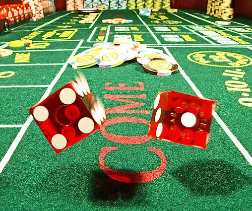 Азартні ігри в казино кістки Техаський Холдем в казино